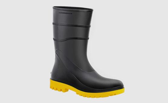 Bota em PVC Preto com Solado Amarelo